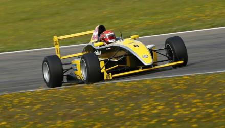 Der var danskerpoles en masse i en overvejende våd kvalifikation fredag til ADAC GT Masters og Formel ADAC.