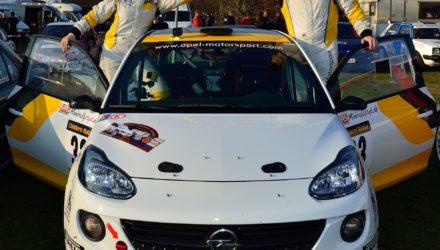 Lykkelige og lettede: Jacob Madsen og Line Lykke Jensen glæder sig over sejren i første afdeling af danmarksmesterskabet, hvor en afkørsel med deres Opel ADAM let kunne have kostet dem løbet.