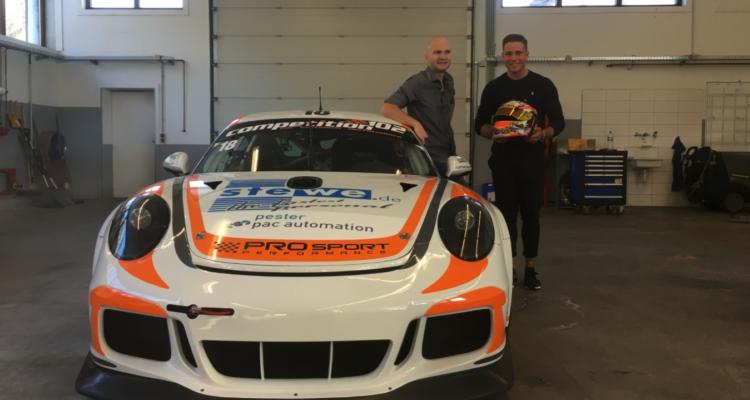 Et af Danmarks allerstørste racertalenter har netop sat sin underskrift på en aftale, der skal gøre ham til europamester i GT4-klassen. Det er i hvert fald den klare målsætning for fynske Nicolaj Møller Madsen og hans nye arbejdsgiver, Prosport Performance