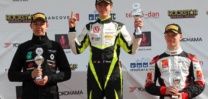 Frederik Vesti gjorde rent bord i Formel 4-premieren på FDM Jyllandsringen. Etter i første træning, pole position og sejre i det tre efter følgende løb