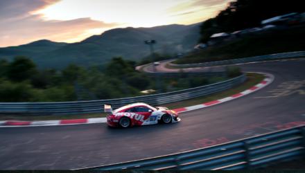 Den danske fabrikskører var i weekenden udlånt af Porsche Motorsport til det tyske Frikadelli Racing Team for at køre 24-timers løb på Nürburgring.